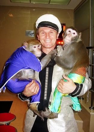 Номер с дрессированными обезьянами