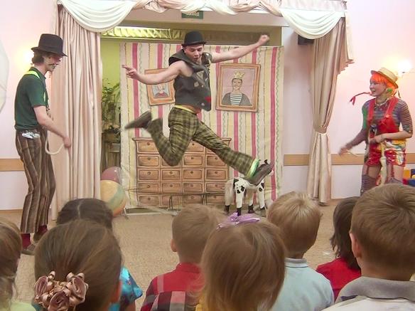 Акробатический номер со скакалкой