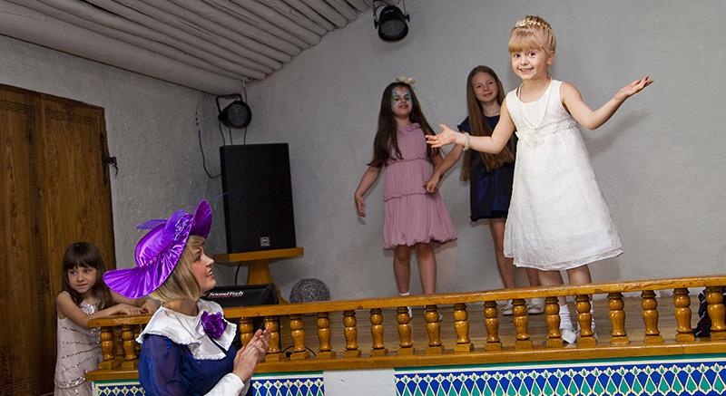 Мэри объявляет конкурс Мисс Совершенство