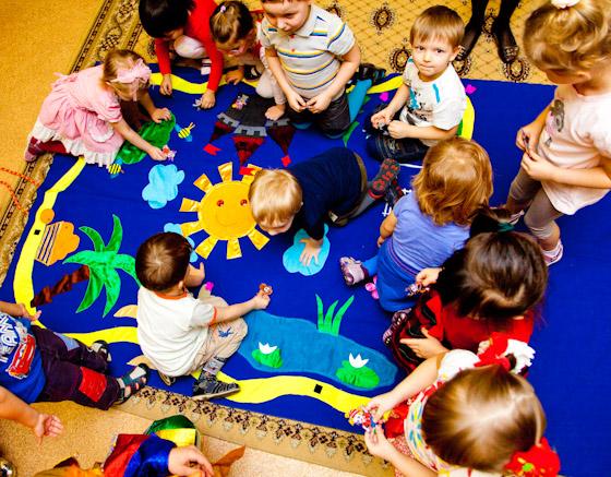 Дети помогают вернуться сказочным героям на свои места