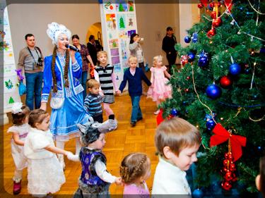 Проведение новогодней елки ведущими
