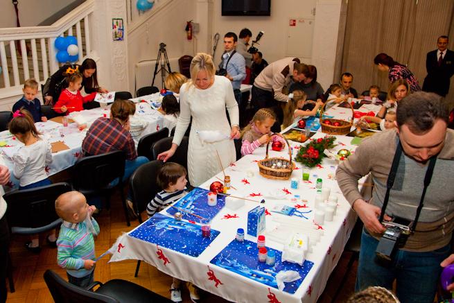 Творческий мастер-класс по росписи новогодних шаров
