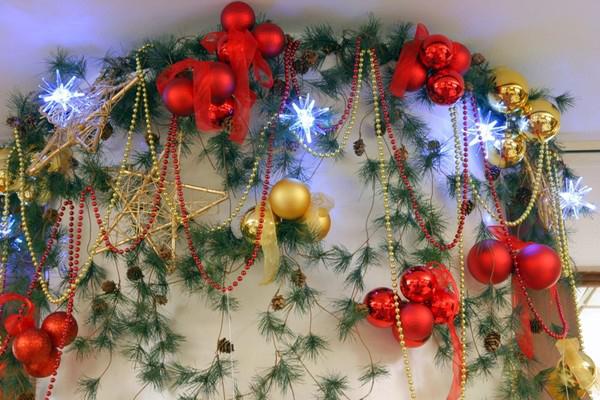Новогоднее оформление шарами на заказ