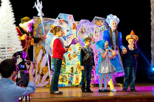 Спектакль с Дедом Морозом и Снегурочкой