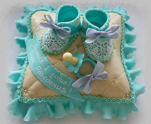 Торт пинетки на голубой подушечке